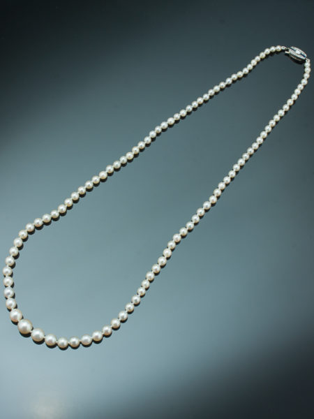 ART DECO SAPPHIRE AND DIAMOND SINGLE STRAND SALTWATER PEARL NECKLACE