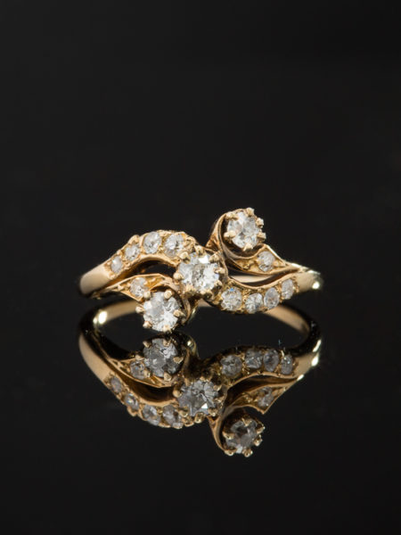 (reserved to R B ) ANTIQUE ART NOUVEAU DELIGHTFUL SENSUAL DIAMOND THREE STONE CROSSOVER RING