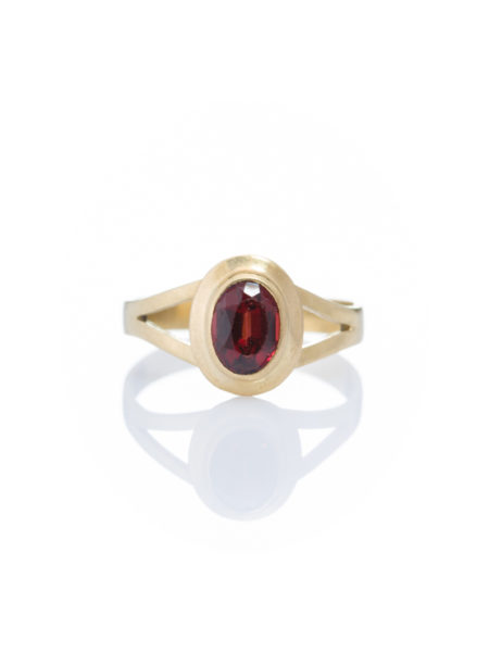 VINTAGE NATURAL GARNET SOLITAIRE SINGLE STONE RING