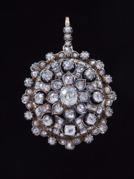 Romantic Victorian 7,59 Ct Diamond Flower Cluster Pendant Brooch
