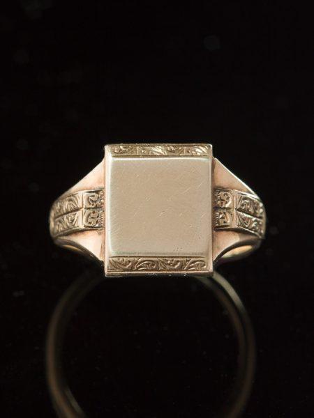 Antique Victorian Elegant  Gold Signet Statement Ring
