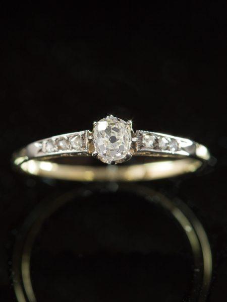 Antique Art Deco Diamond Sophisticated Solitaire Single Stone Ring